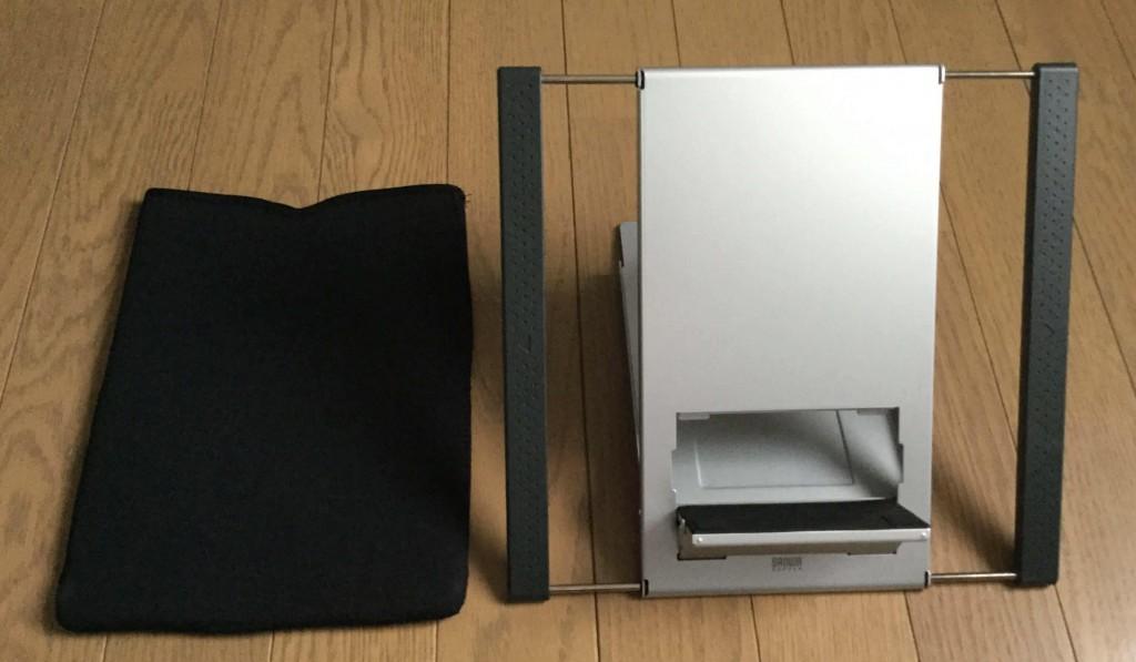 サンワのノートパソコンスタンド iPadスタンド 収納ケースと、立てた状態のスタンド
