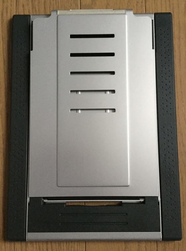 サンワのノートパソコンスタンド iPadスタンド 通常状態の裏