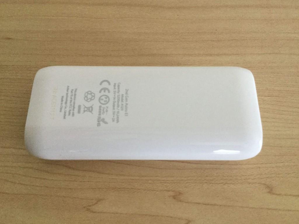 Anker Astro E1 5200mAh 背面 バッテリー容量や給電の5V=1Aなどの表記