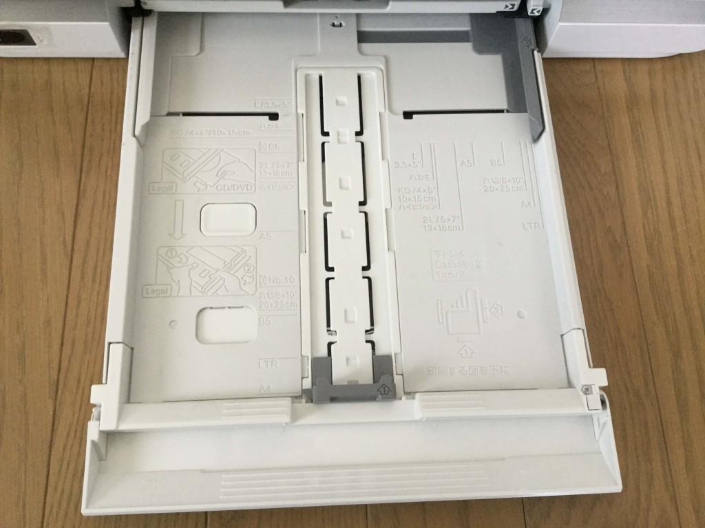 EP-976A3 印刷トレイ A4用紙、封書、はがき、CD、DVDへの印刷などが行える