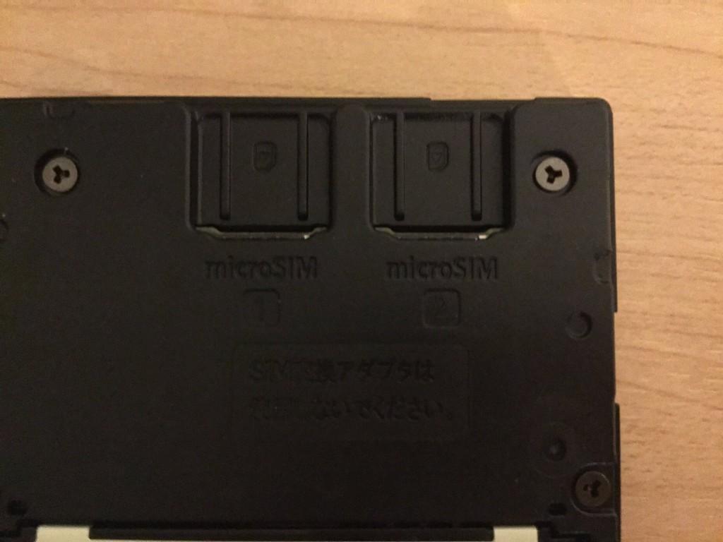NEC-Aterm-MR04LN 上部にSIMスロット