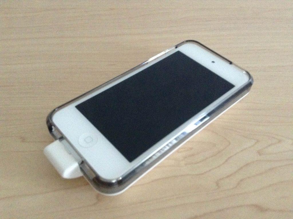 Xpal PowerSkin AP2007-WH バッテリーケースを装着