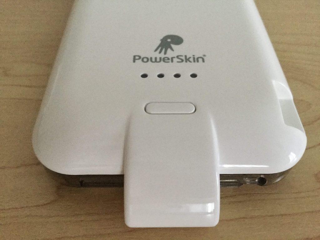 Xpal PowerSkin AP2007-WH ケース裏の下部に電源ボタン