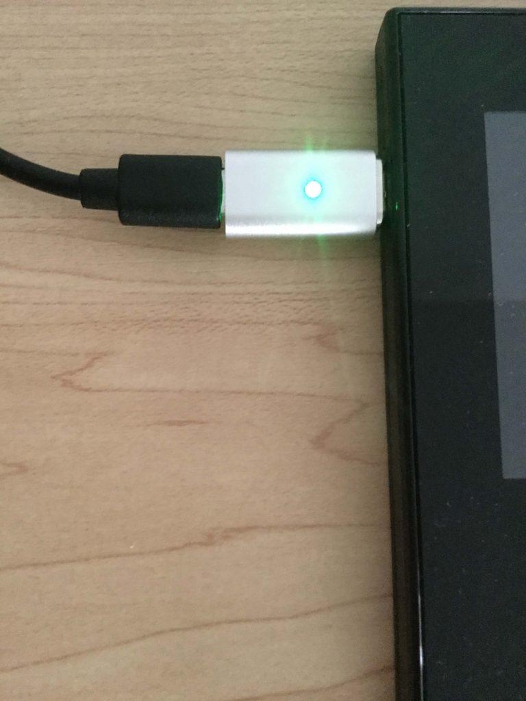 「NEC Aterm MR04LN」にMicro USB 変換アダプタで充電