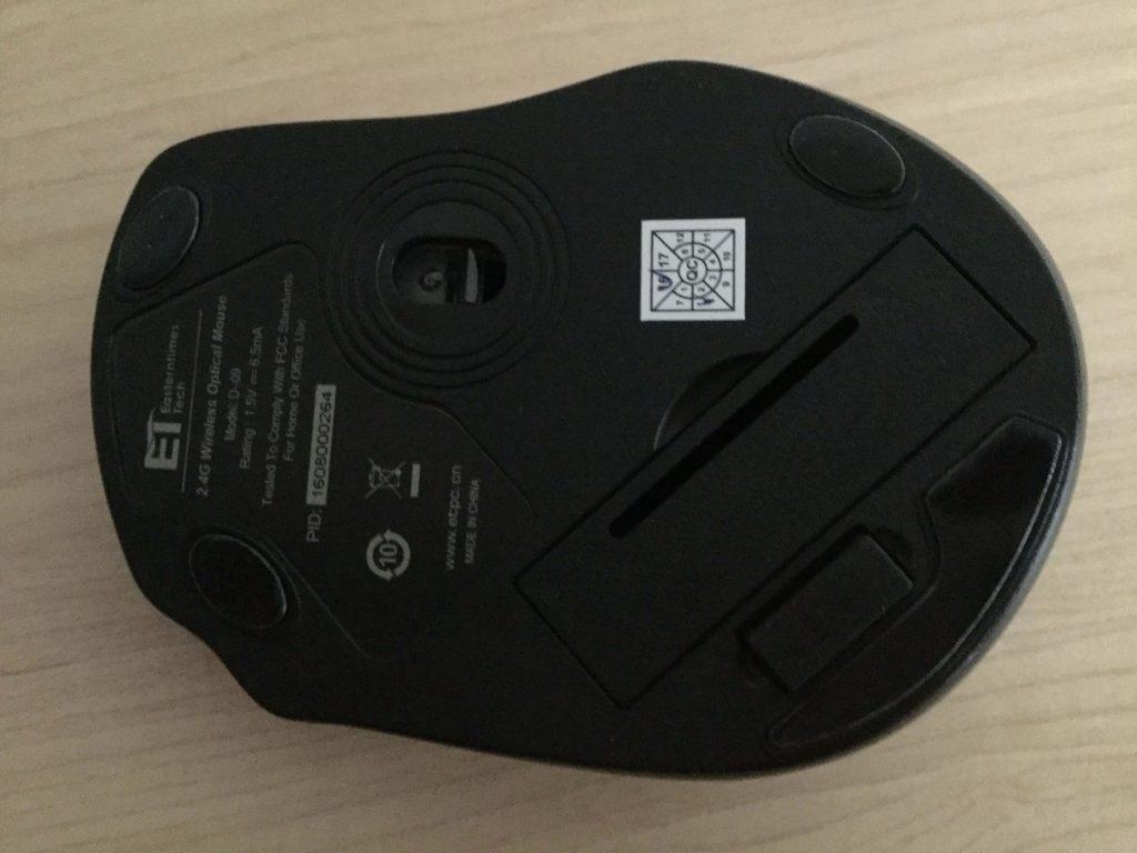 Qtuo 2.4G マウスの裏にレシーバー