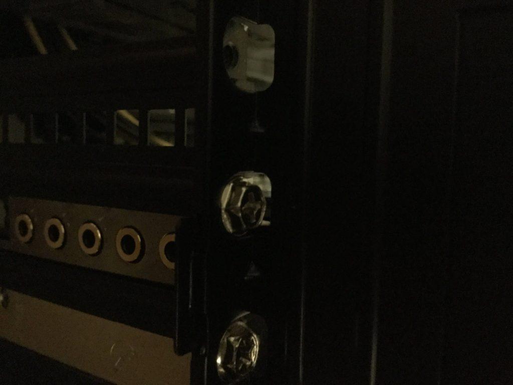 Lev-R017-i7-XM 「Sound Blaster Z」をネジでしめる