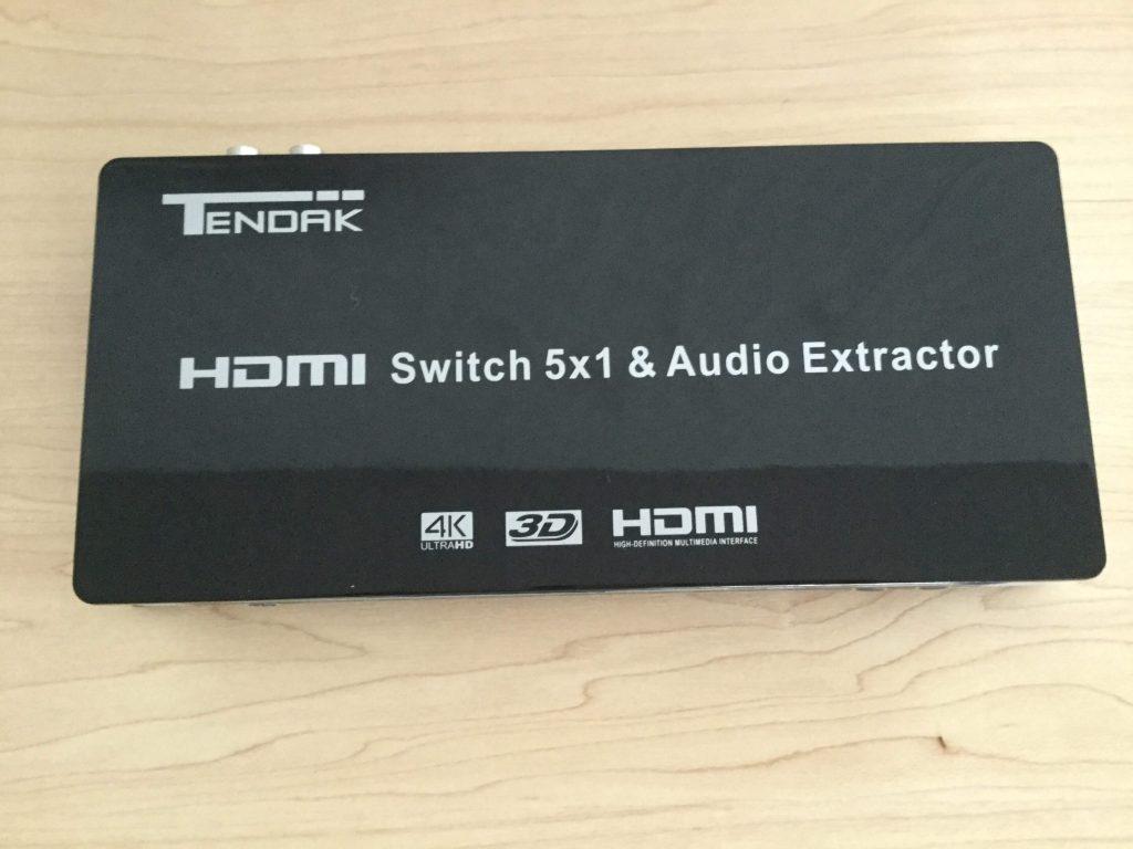 Tendak 4K x 2K HDMI 5x1セレクター 天板に商品名などが記載