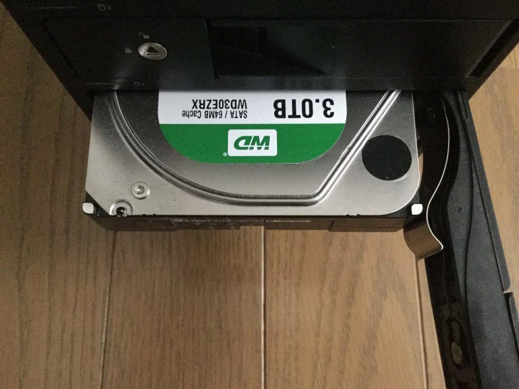 HDDケースから「WD Green」を取り外す