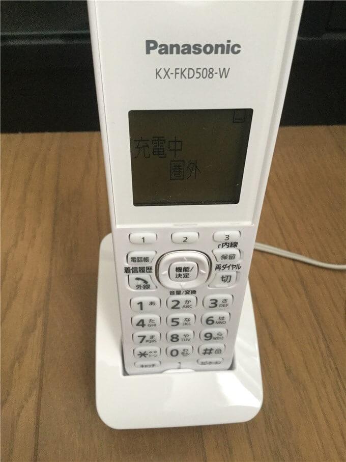 パナソニック 電話機(VE-GD35DL-W) 子機の液晶に「充電中」と「圏外」の表示