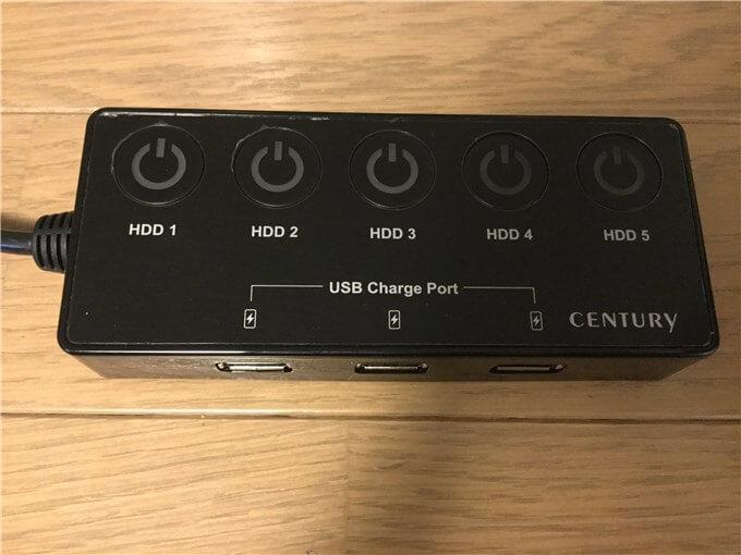 裸族のカプセルホテル5Bay 電源ボックスのボタンで個別に電源を入り切りする