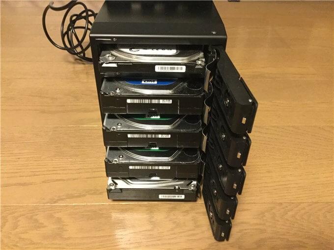 裸族のカプセルホテル5Bay HDDを各Bayにセット