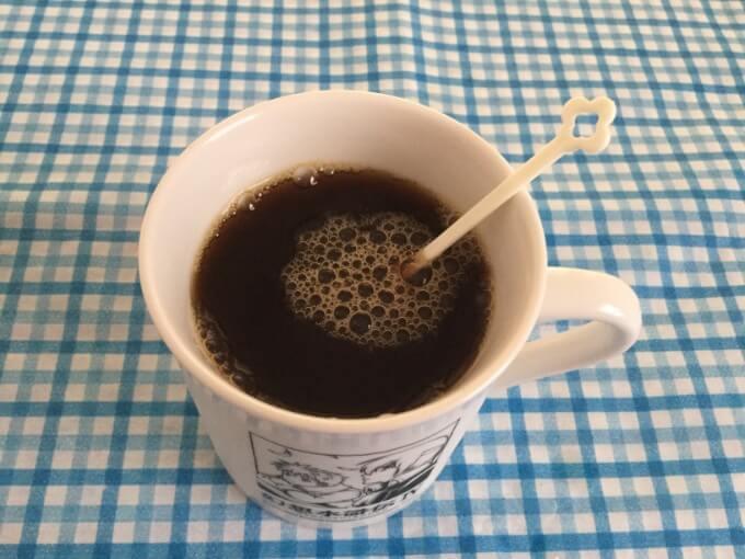 AGF ブレンディ インスタントコーヒースティック 2g×100P かき混ぜて粉末をよく溶かす