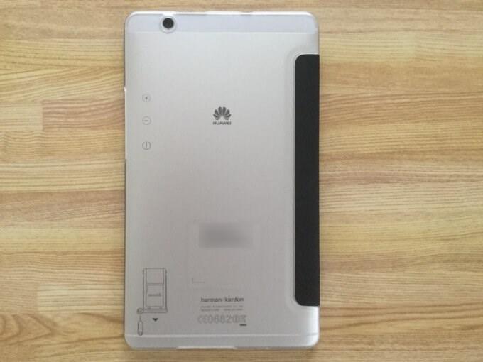 MediaPad M3用のケース 裏面は透明でM3の裏のデザインが見える