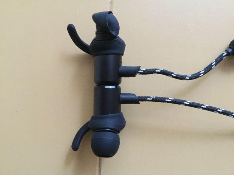Gvoears Bluetoothワイヤレスイヤホン ヘッド部分にマグネットが内蔵されている