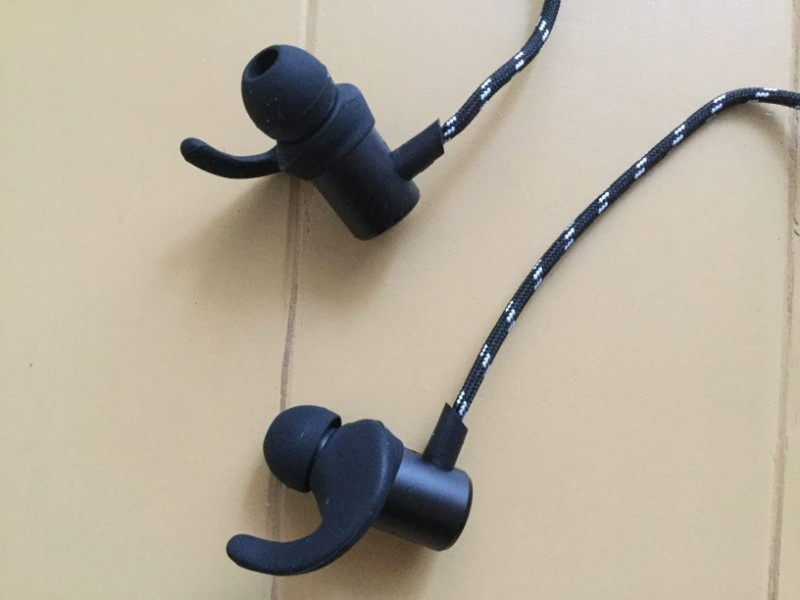 Gvoears Bluetoothワイヤレスイヤホン マグネットの強さは普通