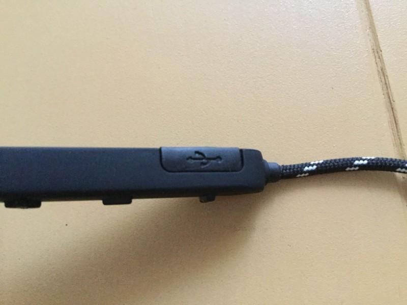 Gvoears Bluetoothワイヤレスイヤホン 操作キーのサイドにUSB充電ケーブルの差し込み口