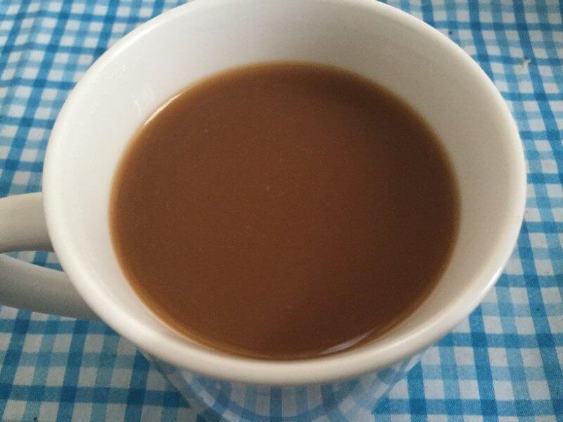 森永乳業 クリープ かき混ぜて粉末をよく溶かす