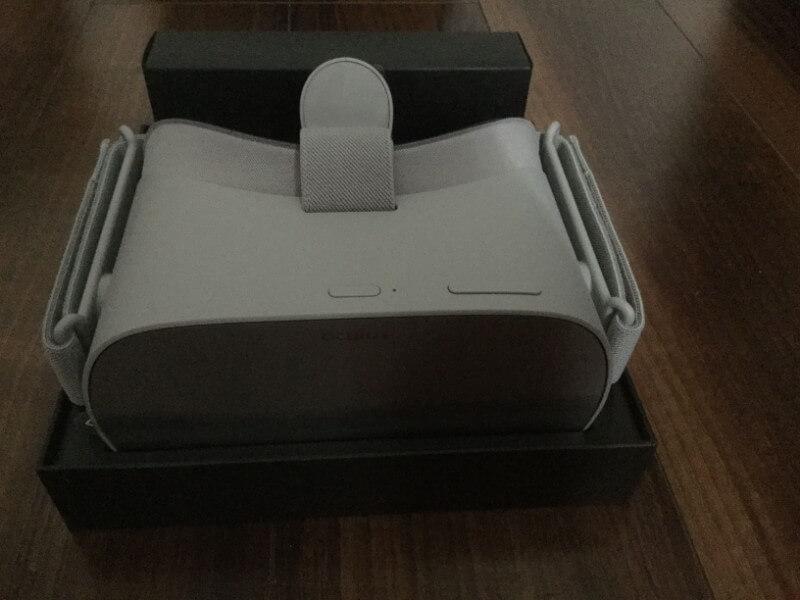 Oculus Go 箱の外装は上からかぶせるタイプなので取り出しやすい