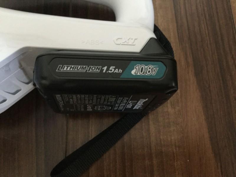 マキタ 充電式クリーナ L107FDSHW バッテリーは本体にしっかりと押しこむ