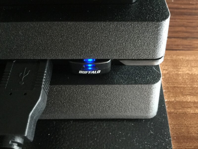 PS4 Proを初期化してアップデートする アップデートファイルを保存したUSBメモリをPS4 Pro本体に接続