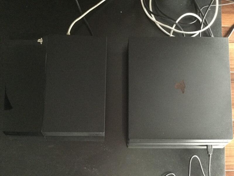 PS4 ProとPS4をルーターで繋ぐ PS4 ProとPS4にLANケーブルを接続