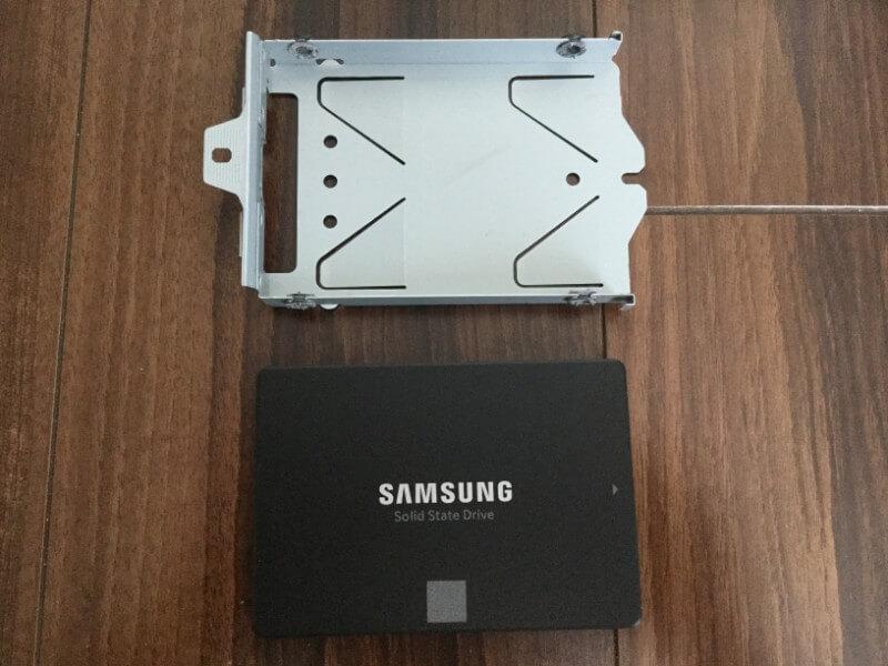 PS4 ProにSSDを換装 購入したSSDを取り付る