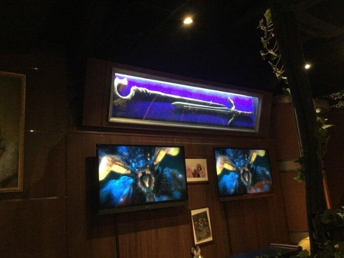 エオルゼアカフェ 武器の絵とディスプレイ