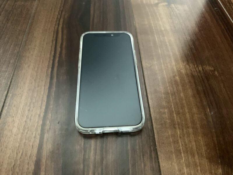 iPhone 12 mini フィルムもケースも問題なく取り付けらる